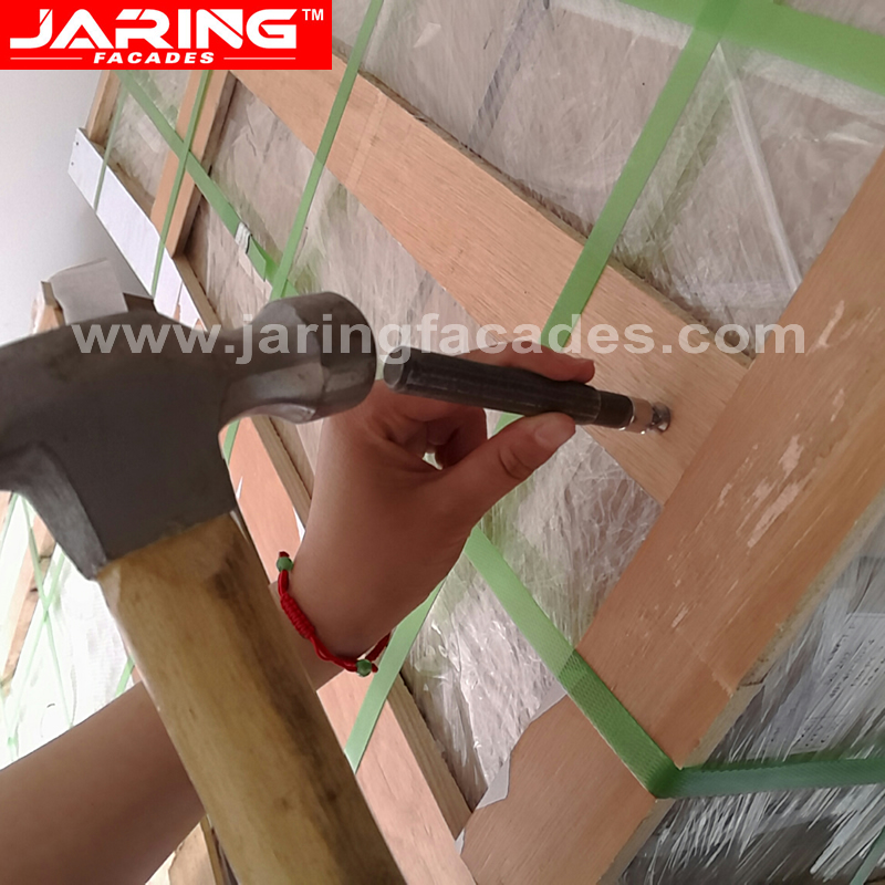 hammer the tool for expanding the undercut bolt ring or clips.jpg